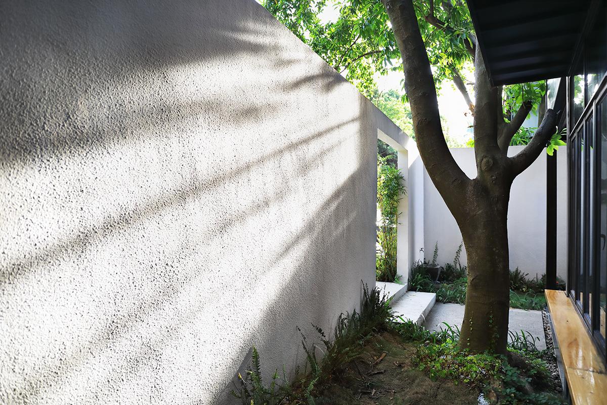 院子白围墙.jpg