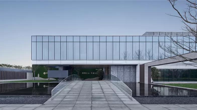 嘉兴平湖世茂璀璨天悦销售中心建筑设计/致逸设计
