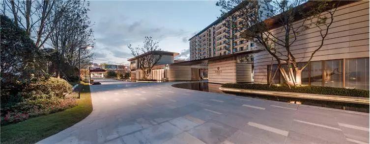 江苏苏州路劲璞玥风华售楼处建筑设计/拓观设计