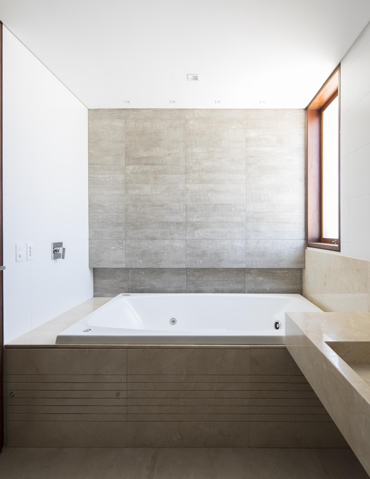 巴西简约独立住宅建筑设计/Martins Lucena Arquitetos