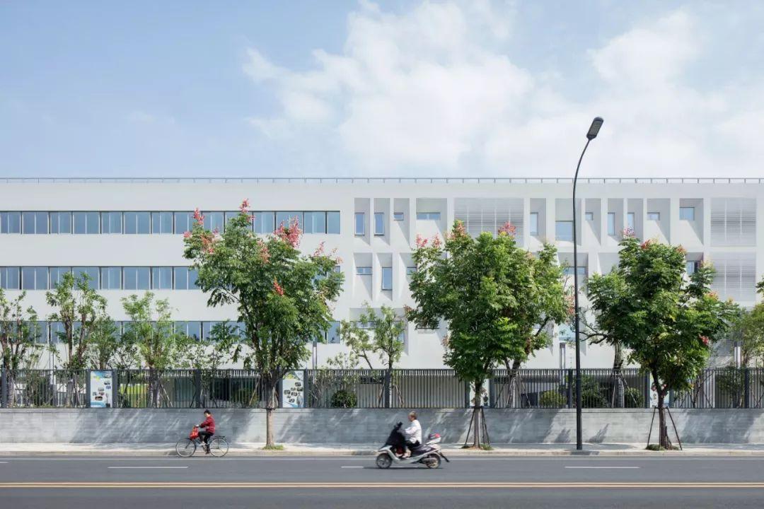 杭州市崇文世纪城实验学校建筑设计/度向建筑