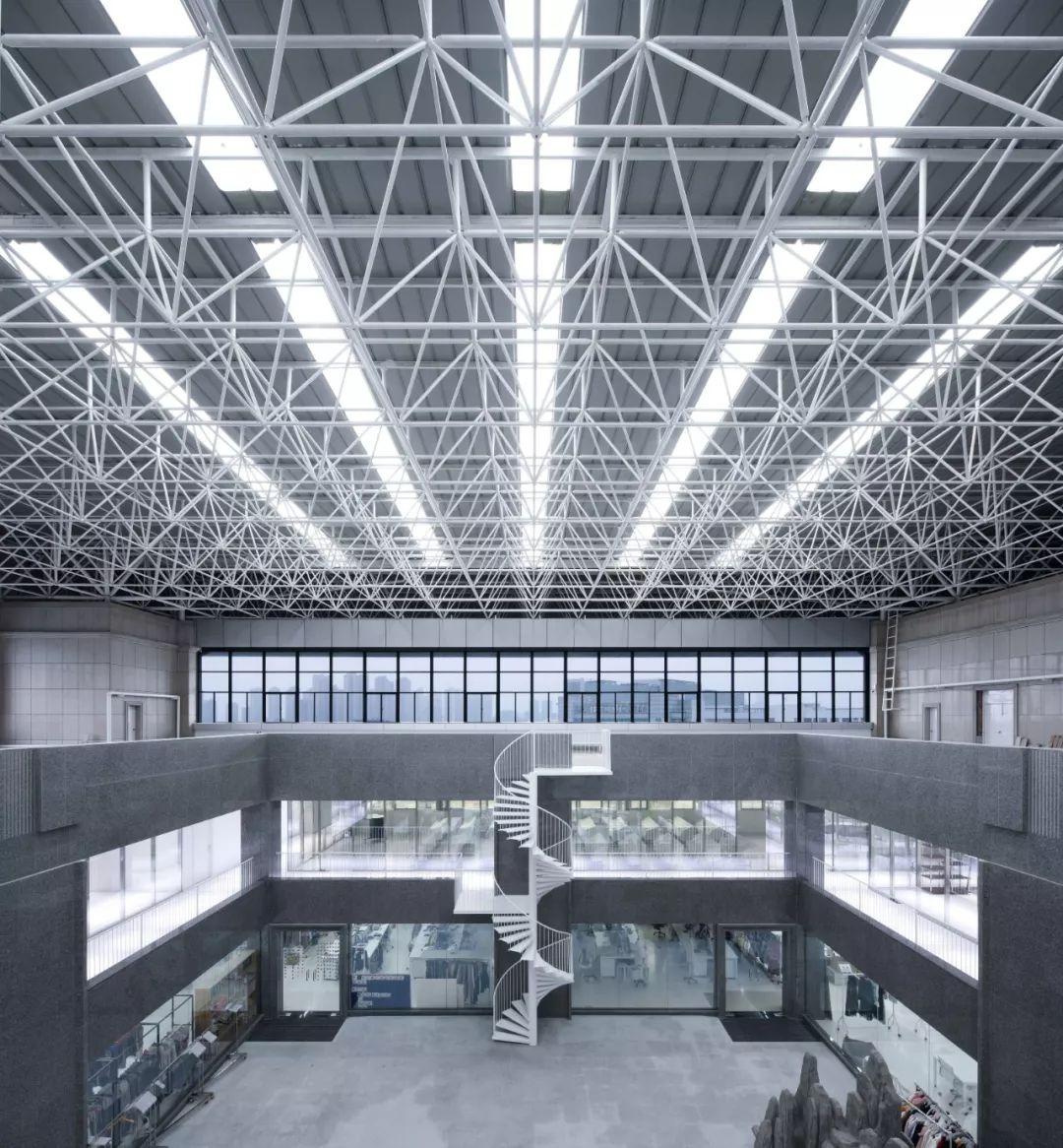 晨风集团时尚中心工厂室内改造设计/Joseph Dejardin