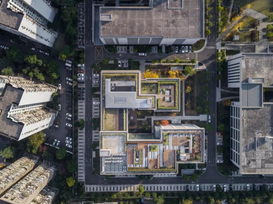 上海屋上三间/致正建筑工作室