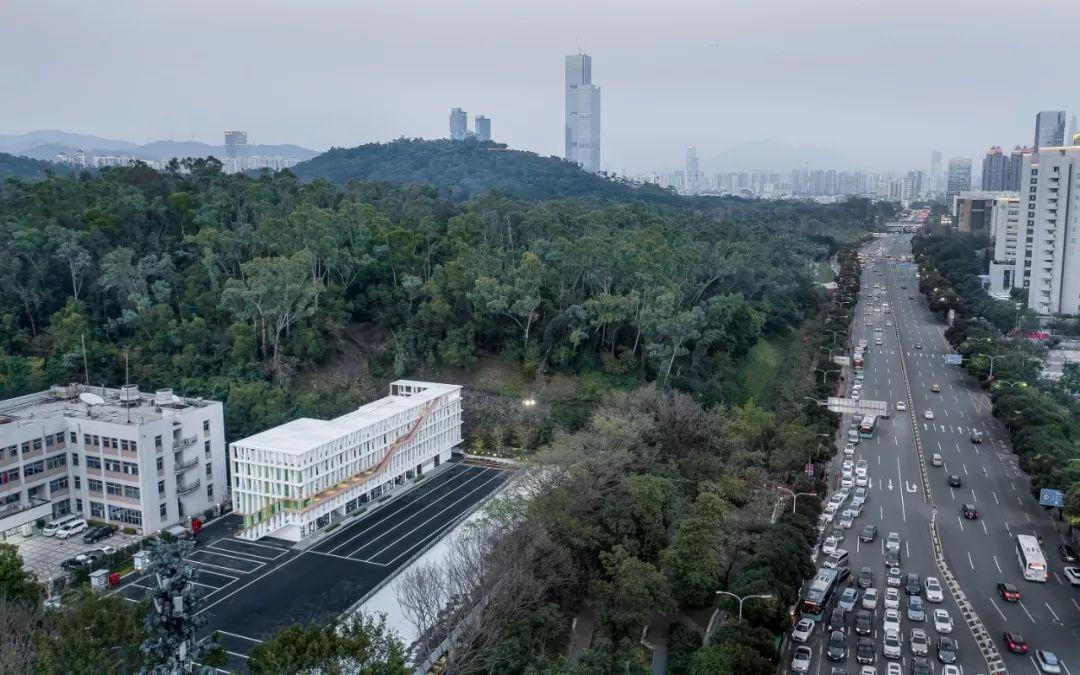 深圳莲花山公交总站改造设计/墨照建筑
