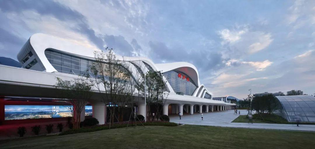 桐庐高铁站建筑设计/绿城十维建筑设计有限公司