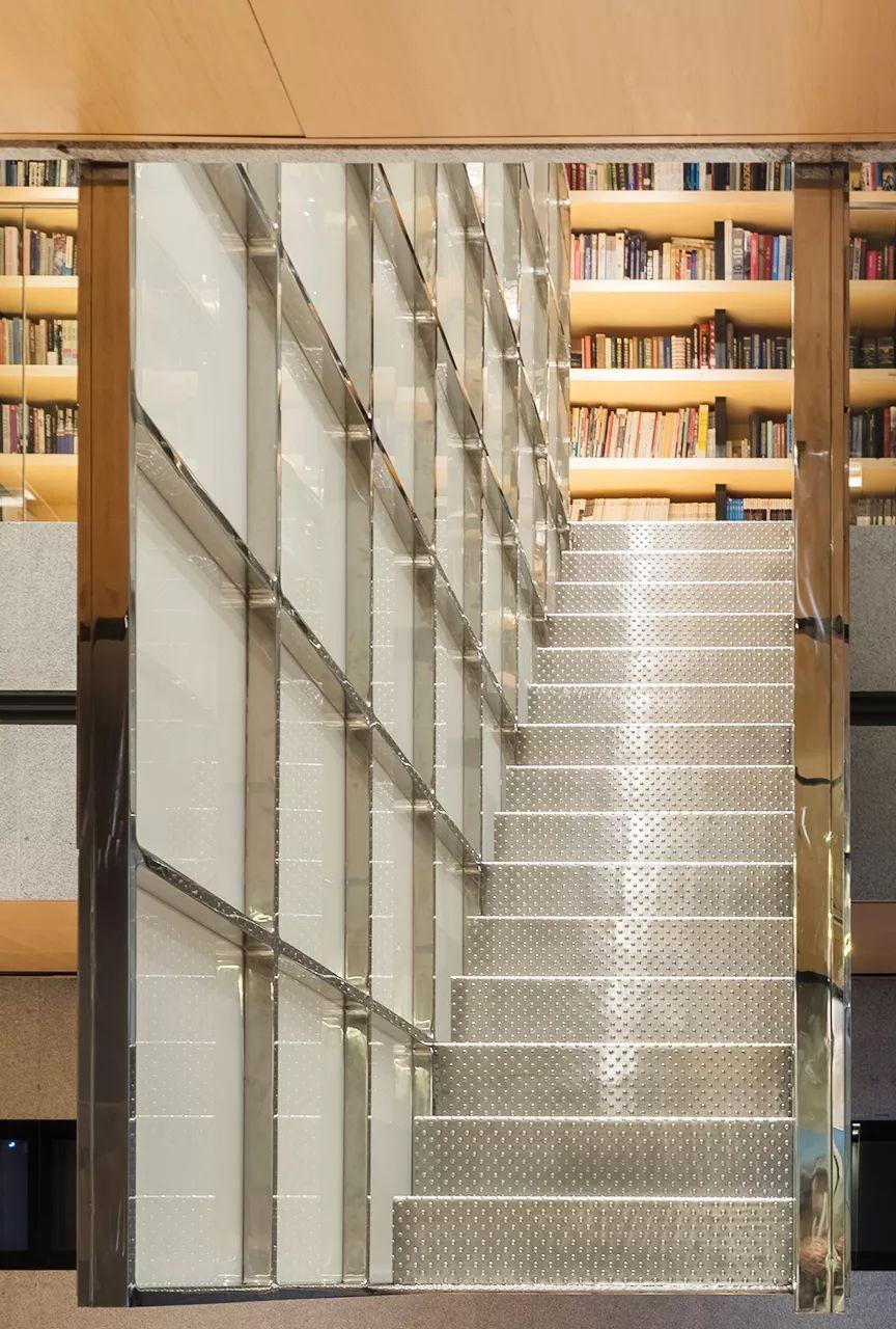 上海中房办公楼门厅更新改造设计/中房建筑