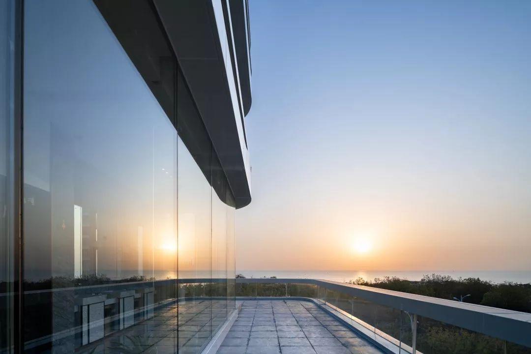 青岛·和昌海云曦岸展示区建筑设计 / 日清设计