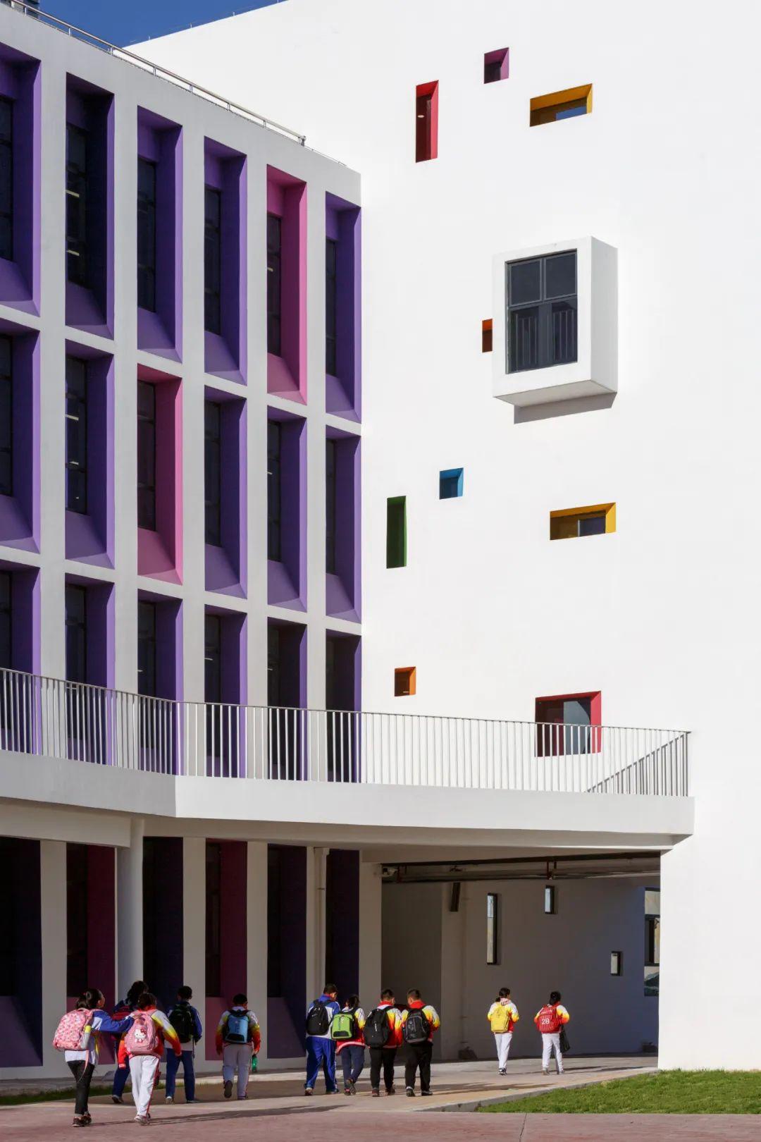榆林市高新区第三小学 建筑设计 / 清华大学建筑设计研究院、清华大学建筑学院