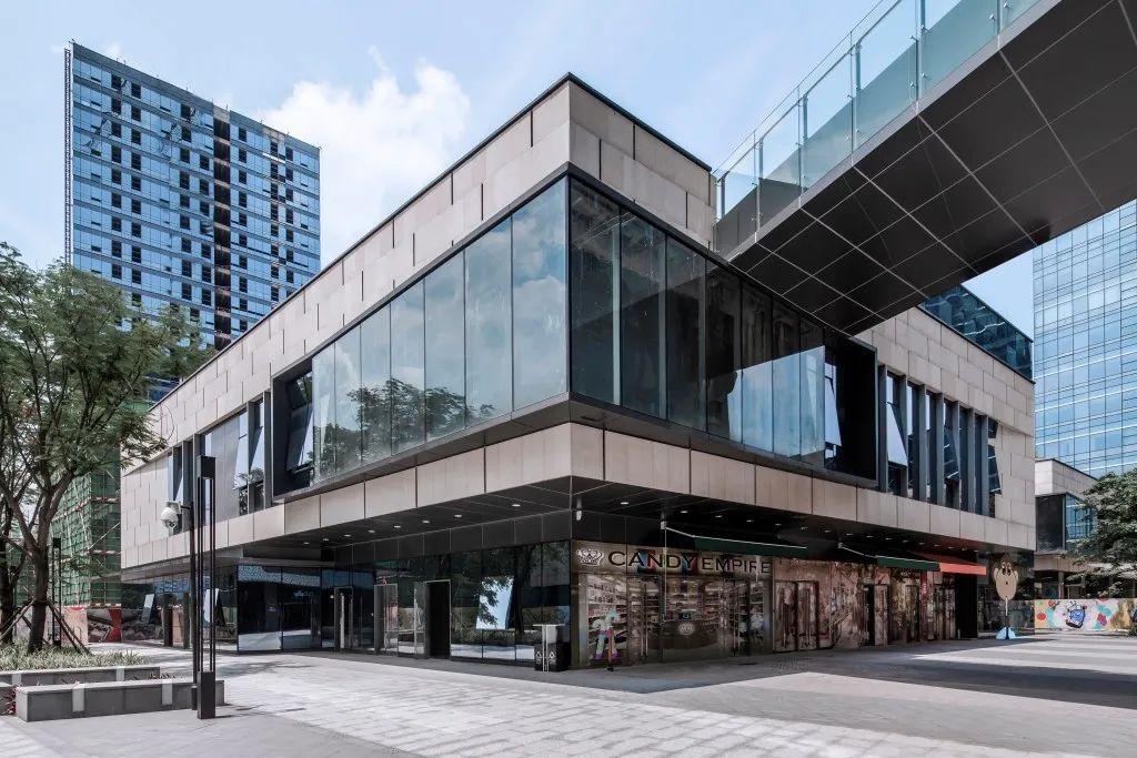 广州萝岗绿地中央广场 建筑设计 / 骏地设计