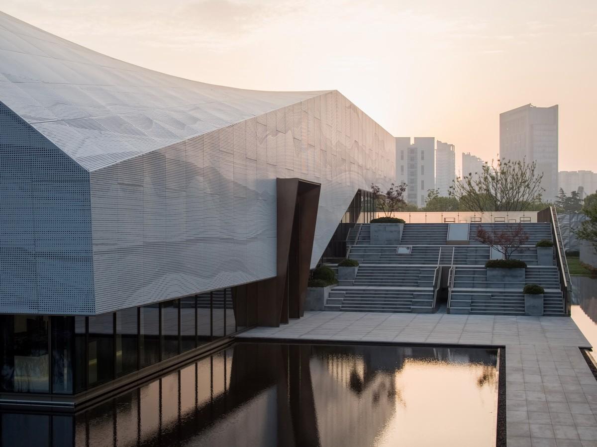 苏州金融商务广场展示中心 建筑设计 / 日清设计