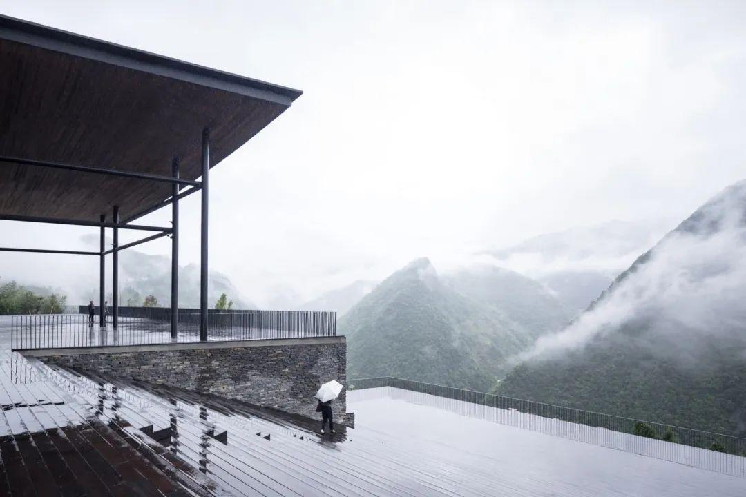 贵州大发天渠游客中心 建筑设计 / 休耕建筑