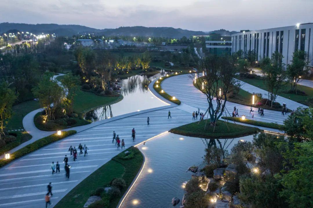 重庆OPPO智能生态科技园 景观设计 / 贝尔高林