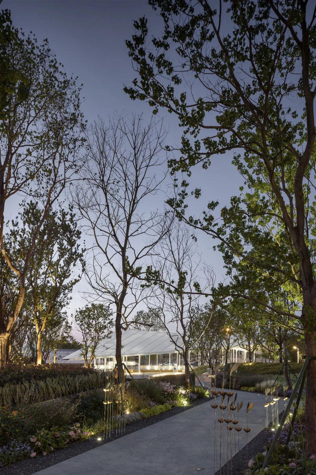成都华润置地时代之城 景观设计 /  纬图设计机构