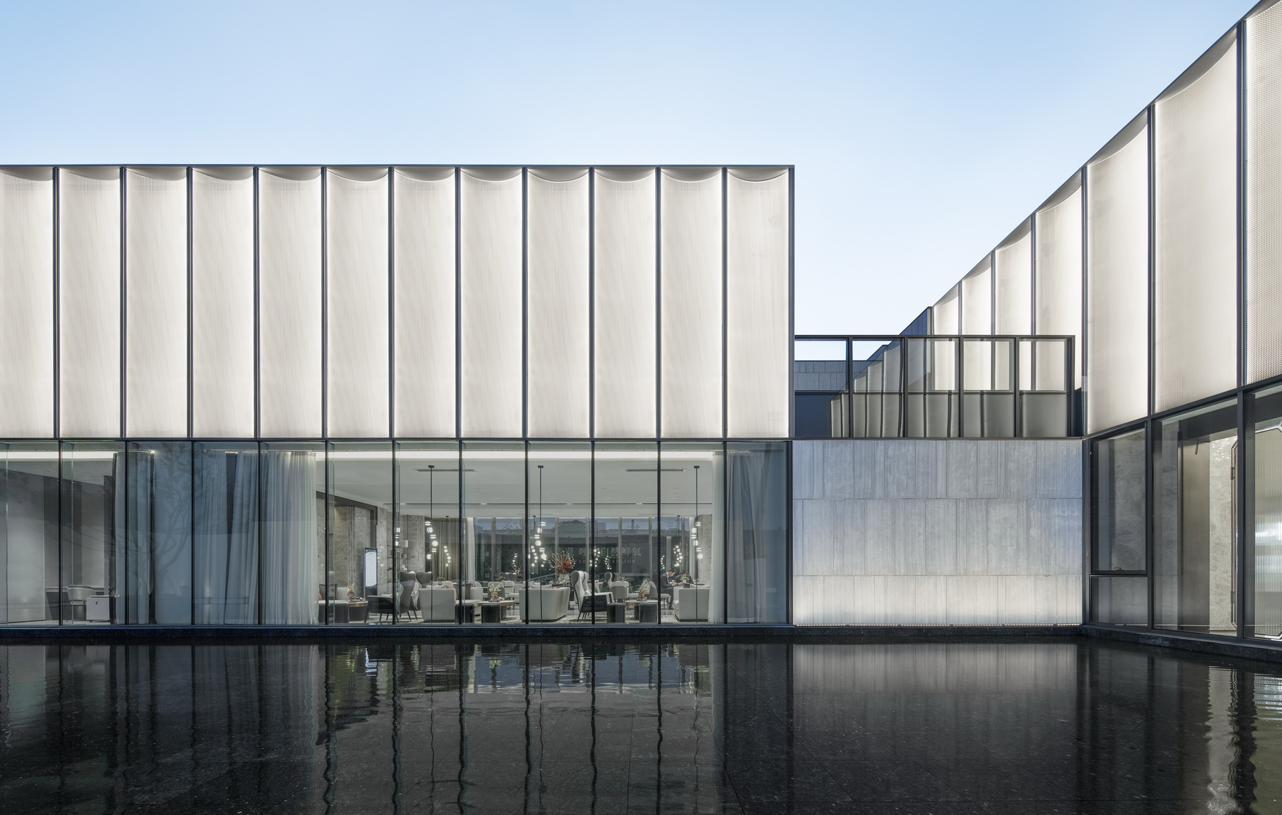 昆山 奥园誉景澜庭售楼处 建筑设计 / 上海天华设计