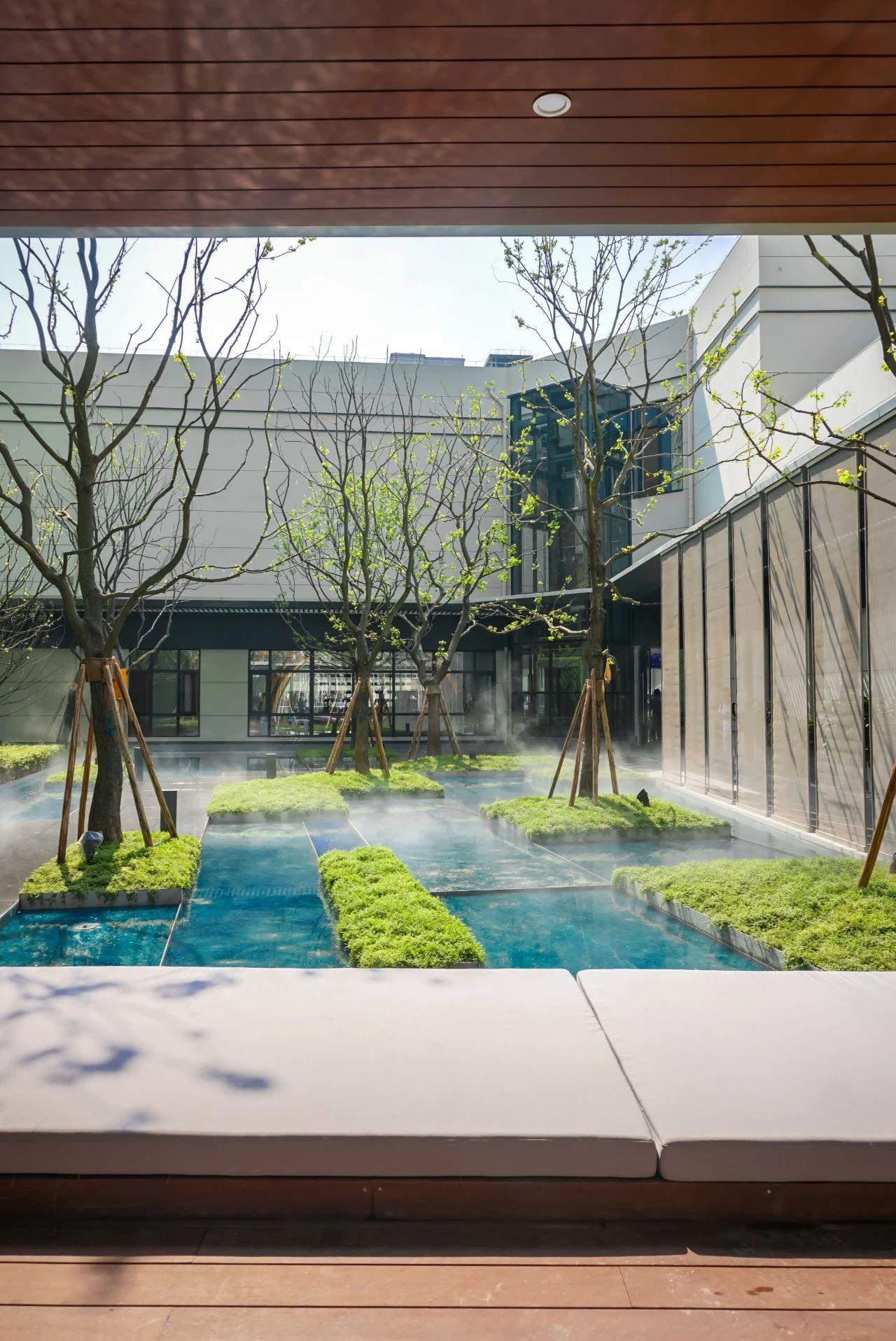 成都旭辉广场 景观设计 /  法国埃尔萨景观设计事务所