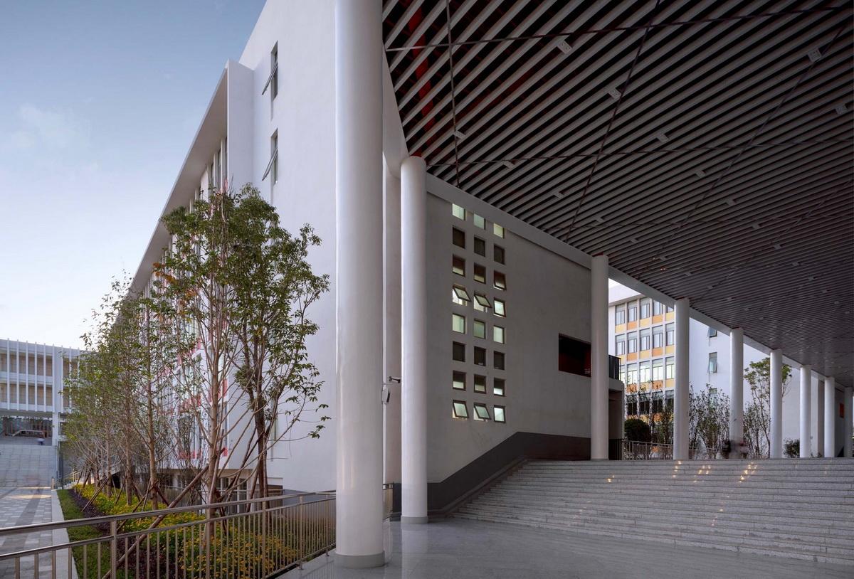 云南师范大学实验中学 建筑设计 / 清华大学建筑设计院 + 清华大学建筑学院