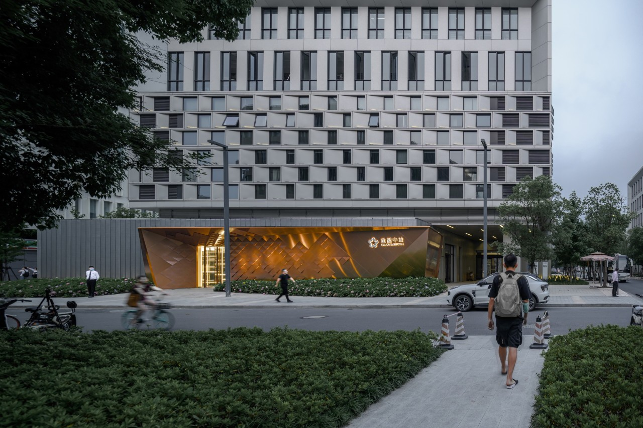 鑫耀中城展示中心立面改造设计 / 致逸设计