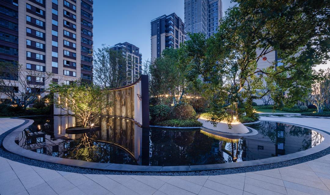 合肥龙湖·春江郦城 大区 景观设计 /  墨刻景观