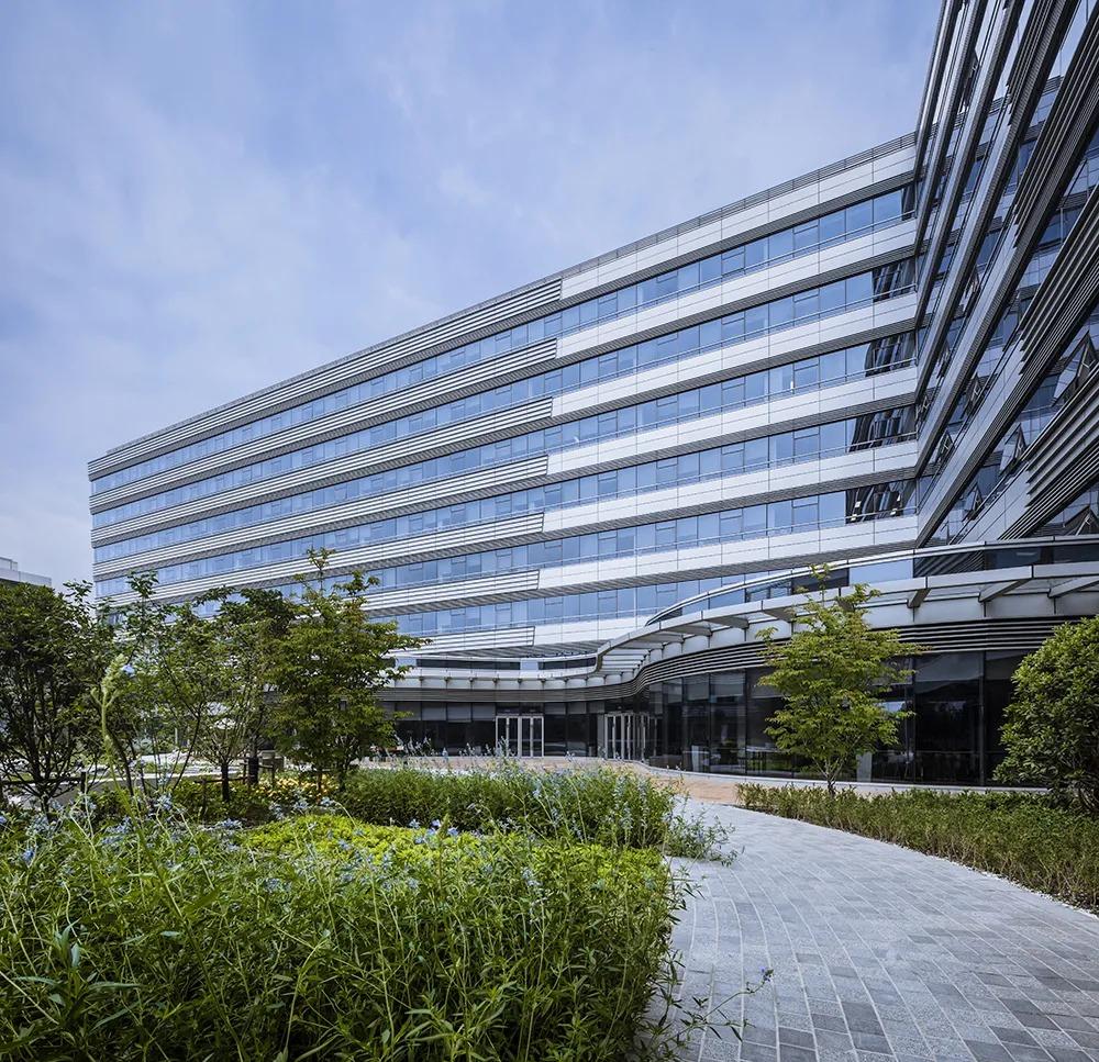 上汽大众汽车有限公司技术管理中心二期  建筑设计 /  B+H
