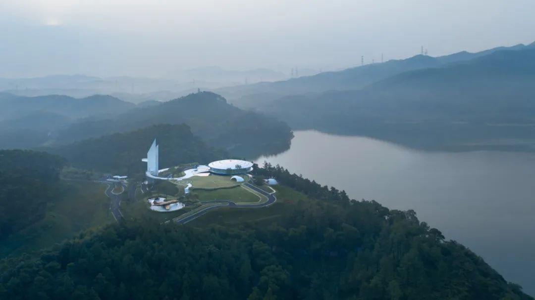 恩平泉林黄金小镇飞行体验馆  景观设计 /  林德设计