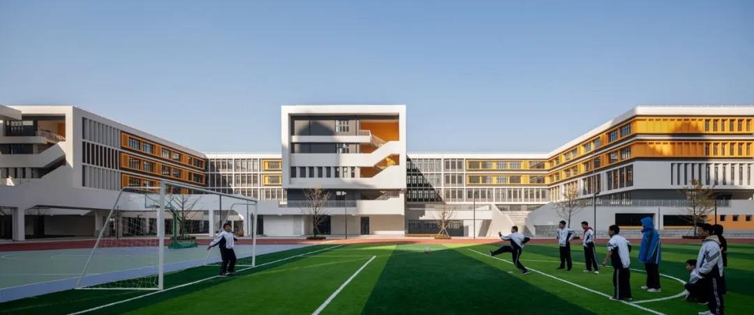 东北英才教育集团第一中学 建筑设计 /  霍普股份