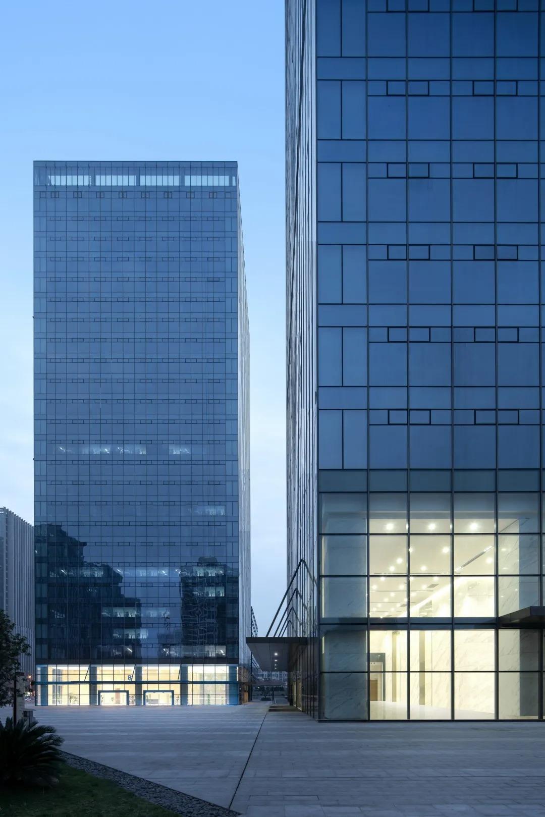 合肥华地金融中心 建筑设计 /  上海联创设计