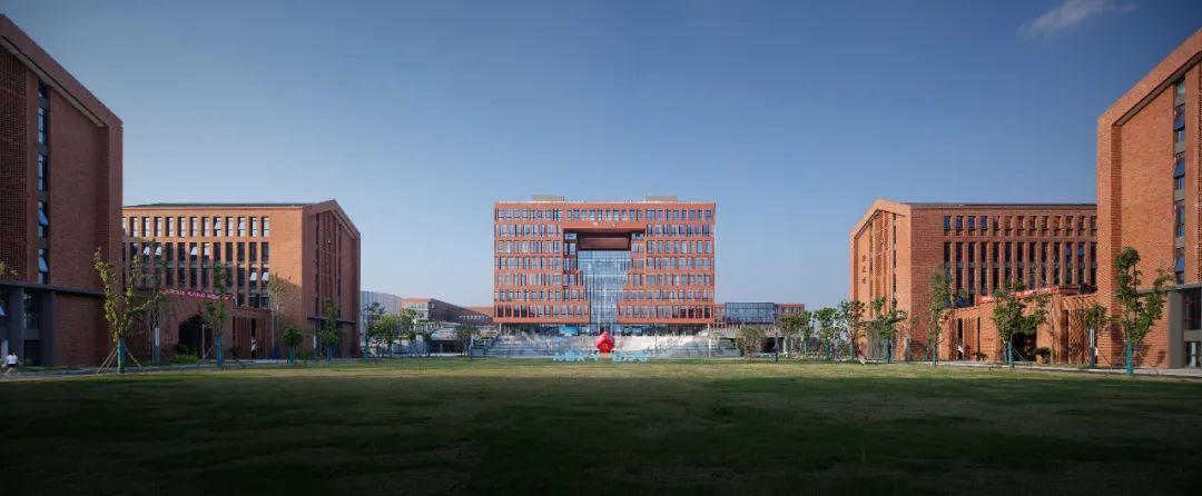 宁波大学科学技术学院慈溪校区 建筑设计 / 浙江大学建筑设计研究院