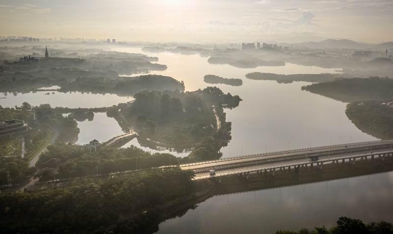 松山湖科技交流平台 建筑设计 /  迹·建筑事务所(TAO)