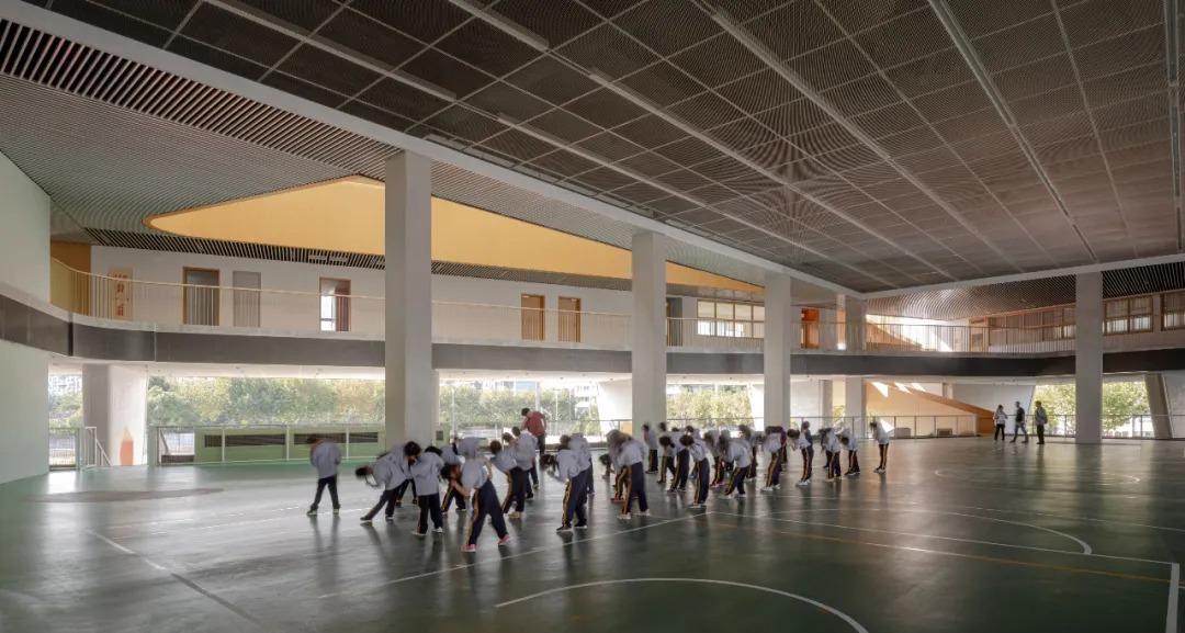 上海市高安路第一小学华展校区 建筑设计 /  山水秀建筑事务所