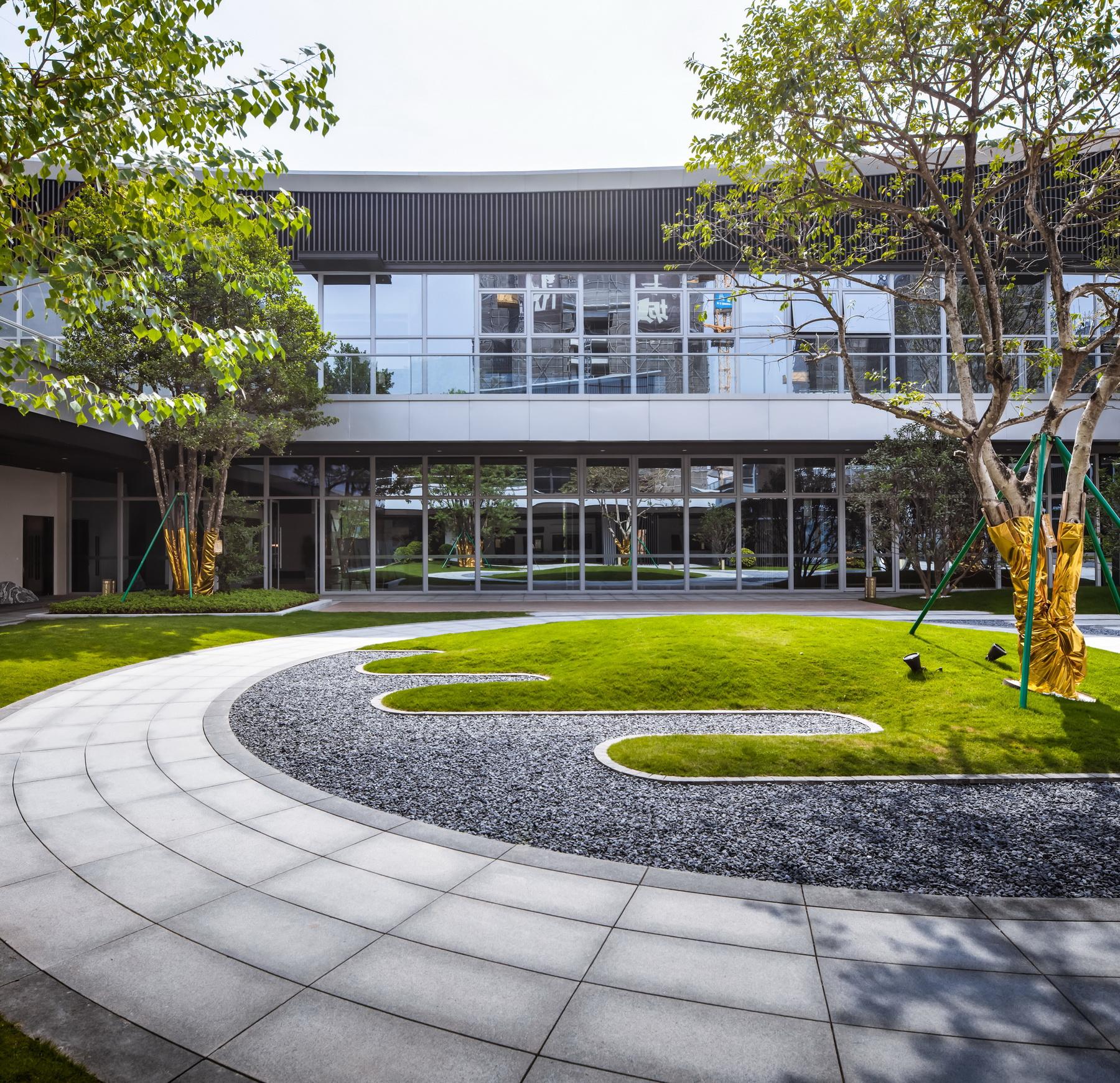 广州大华东郡景观示范区 景观设计 / 骏地景观
