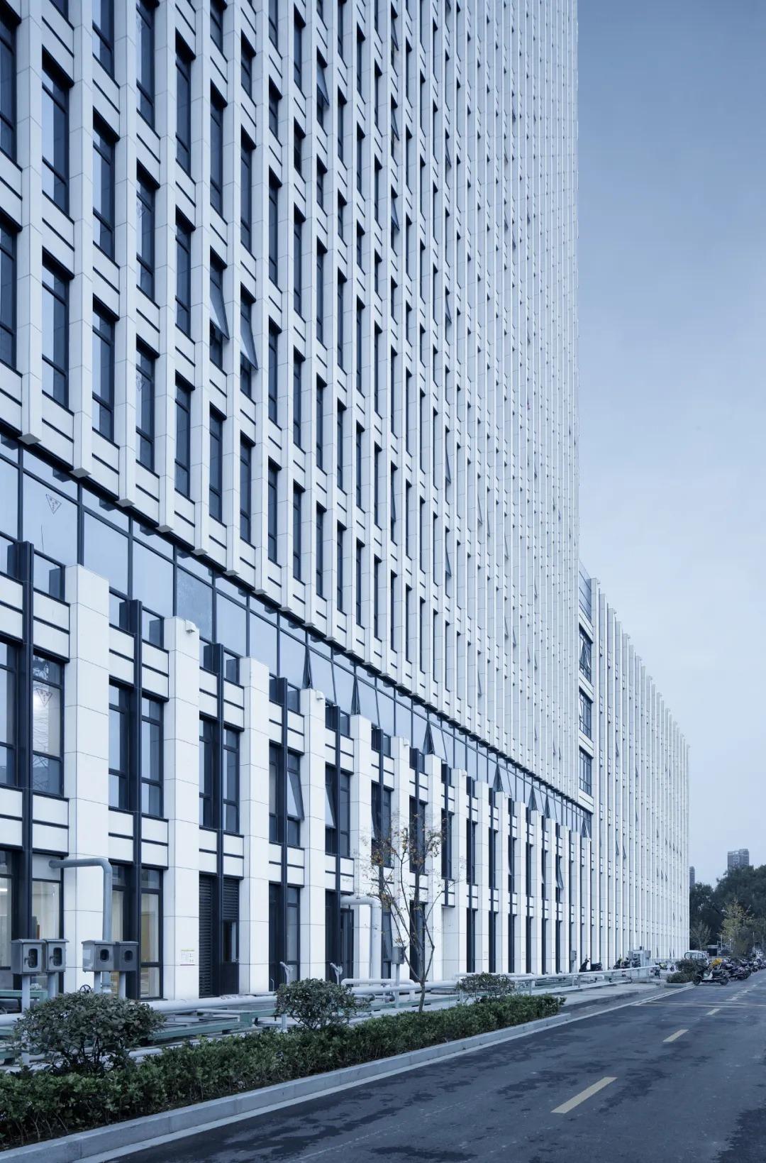 海安市人民医院门急诊病房综合楼 建筑设计 /  浙江大学建筑设计研究院