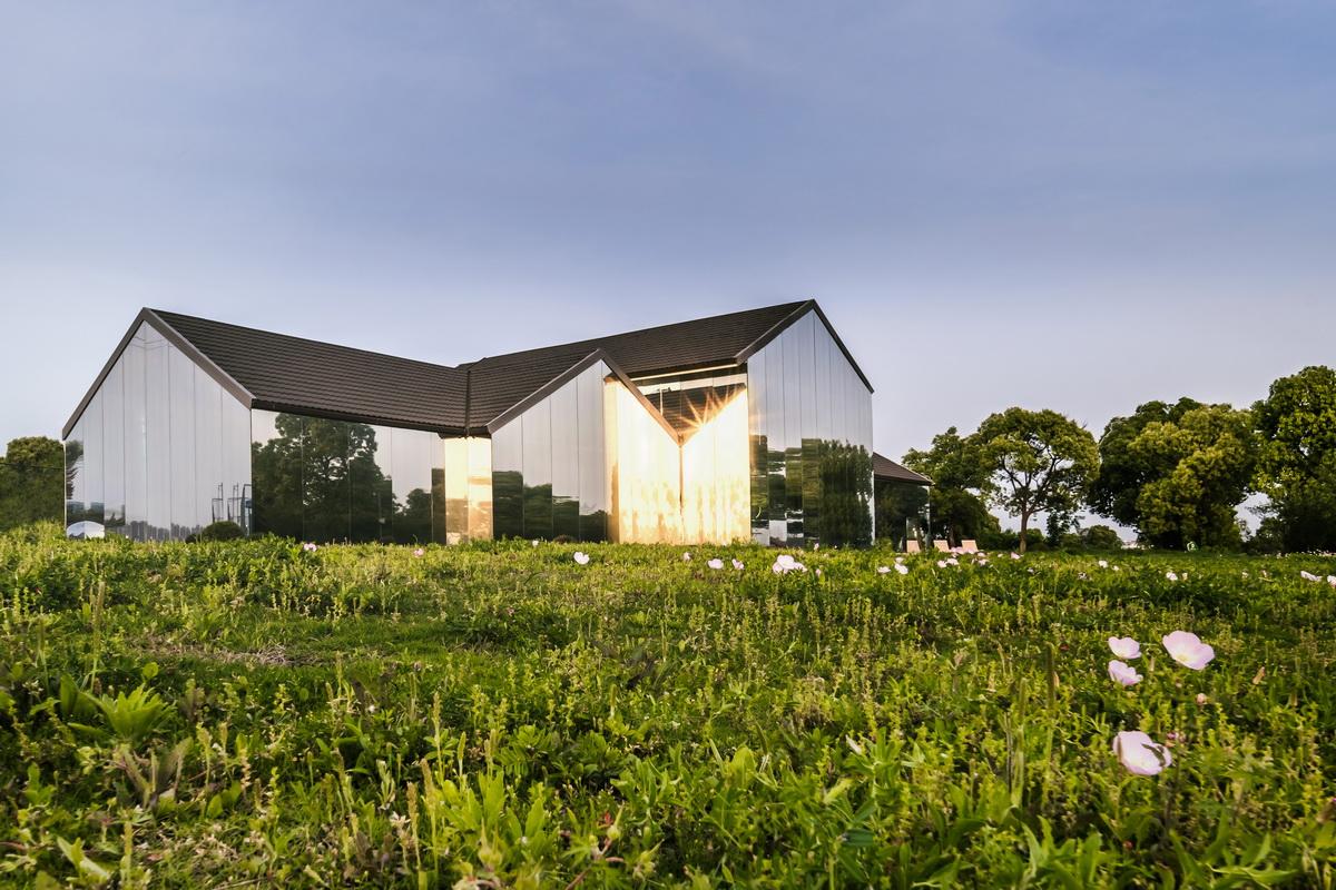 苏州湾体育公园休闲配套建筑,Lim咖啡  / 平介设计