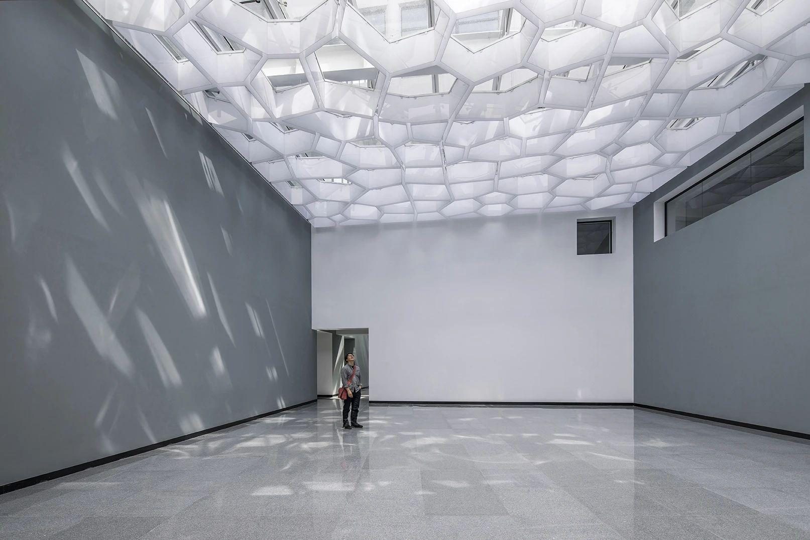 中央美术学院燕郊校区图书馆  改造设计  /  中央美术学院何崴工作室