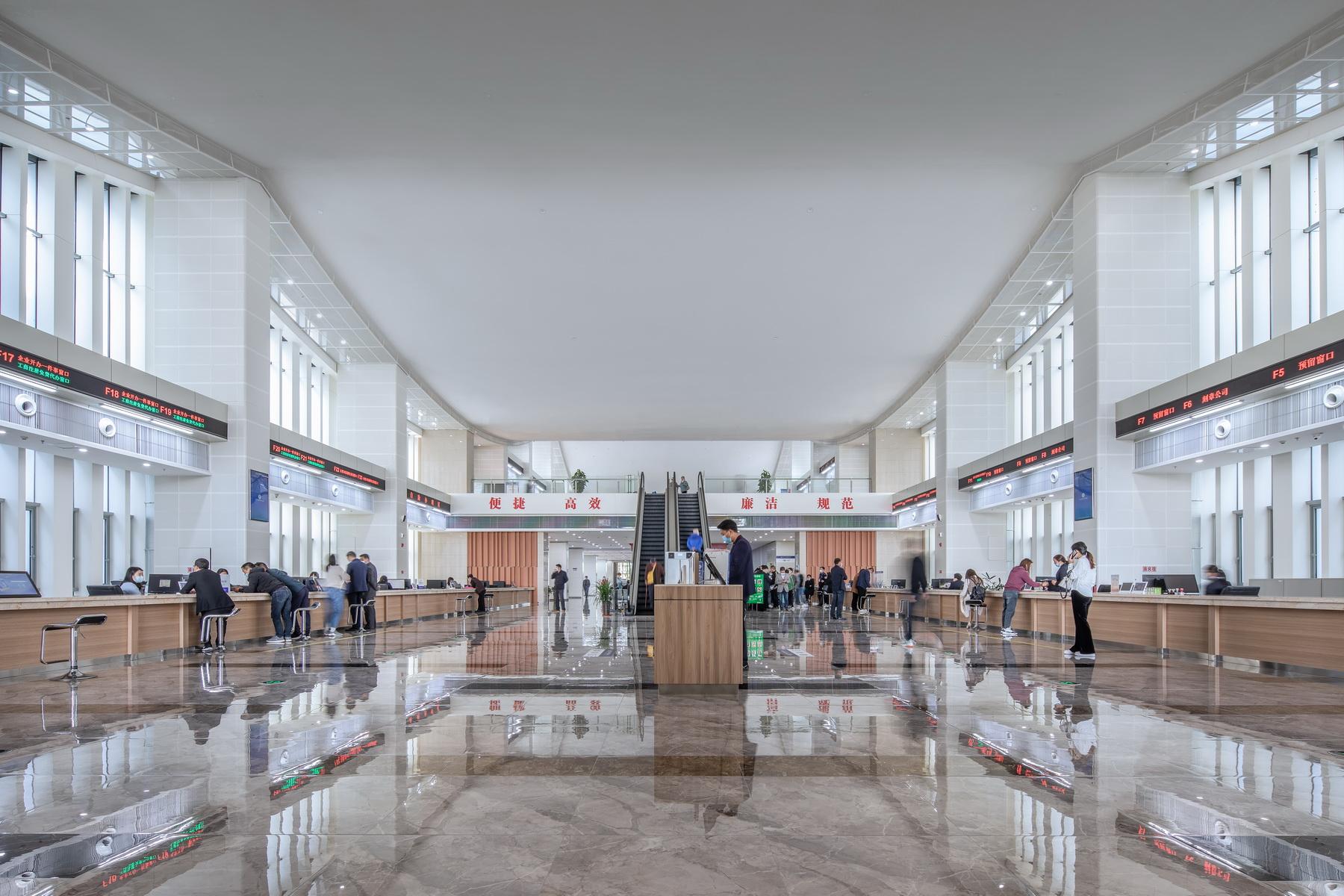 肥东县政务服务中心 建筑设计 /  上海华都建筑规划设计有限公司